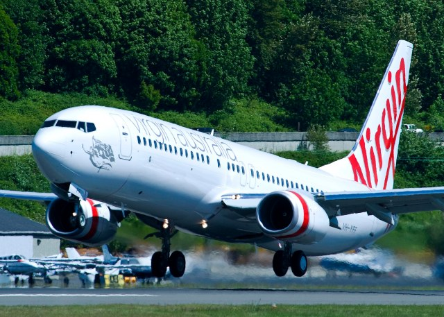 20110602 Virgin Australia YR801 3664 (VOZ) 737-800 Take off and Taxi
